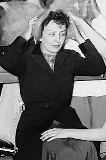 http://upload.wikimedia.org/wikipedia/commons/thumb/8/82/Edith_Piaf.jpg/220px-Edith_Piaf.jpg