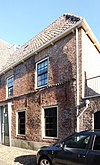 foto van Huis met lijstgevel, parterre en verdieping, oorspronkelijk