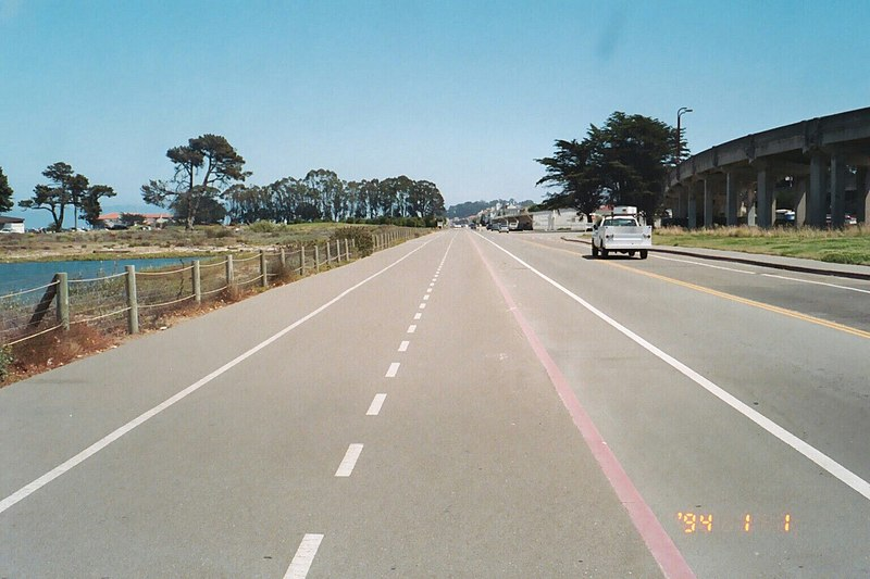 File:Embarcadero path (10221616493).jpg