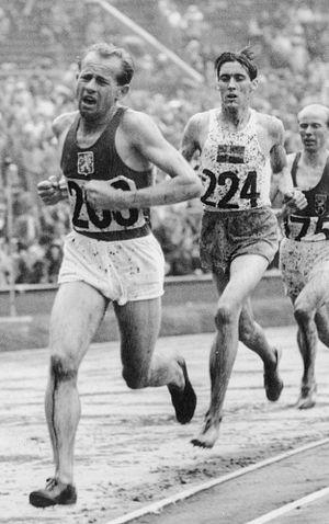 Erik Ahldén - Ahldén behind Emil Zátopek at the 1948 Olympics