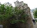 Enceinte de Philippe Auguste dans le jardin des Rosiers.jpg