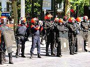 Cordón de la brigada anti-disturbios de la Ertzaintza en el Boulevard donostiarra.
