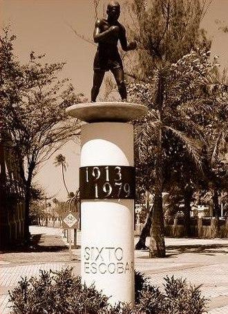 Estadio Sixto Escobar - Image: Escobar Statue