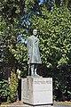 Estátua do Conde de Arnoso - Guimarães - Portugal (20931201661).jpg