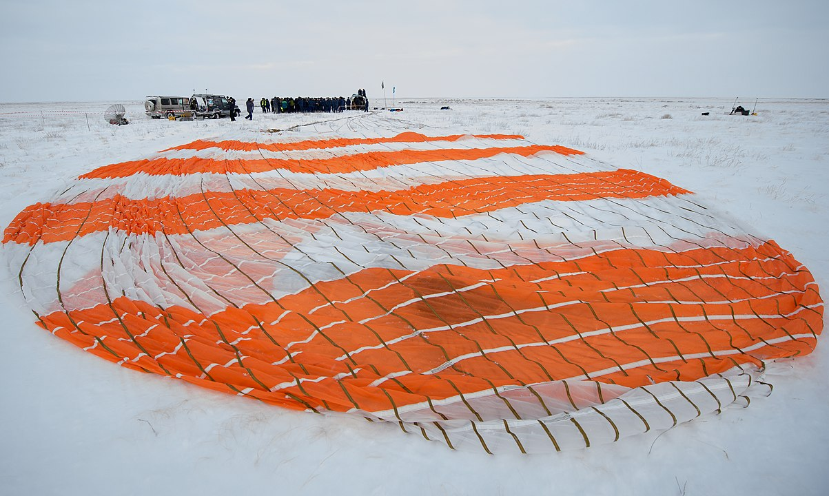 Expedition 57 Soyuz MS-09 Landing (NHQ201812200007).jpg