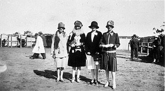 Picnic horse racing - Fashions at Nyngan Picnic races, circa 1930