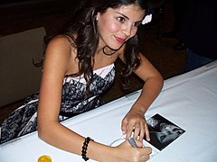 File-Nikki Yanofsky Signing CD In Seattle.JPG