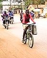 Fille vélo Bohicon.jpg