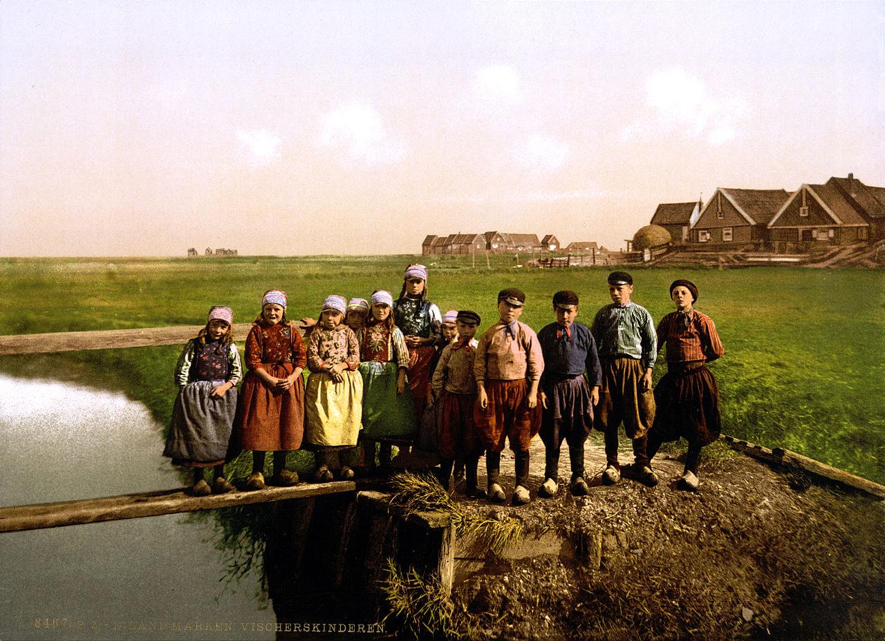 File:Fisher children, Marken Island, North Holland, the Netherlands, 1890s.jpg - Wikimedia Commons