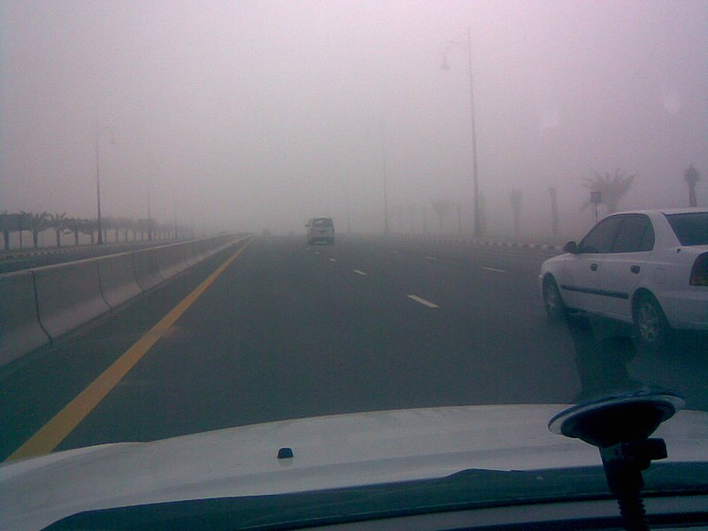800px-Fog%2C_Sharjah_Airport_Road_-_01