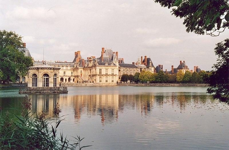Fichier:Fontainebleau Chateau 01.jpg