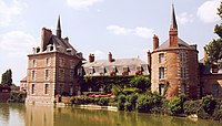 France Loiret Bellegarde Chateau 02.jpg