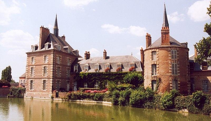 Fichier:France Loiret Bellegarde Chateau 02.jpg
