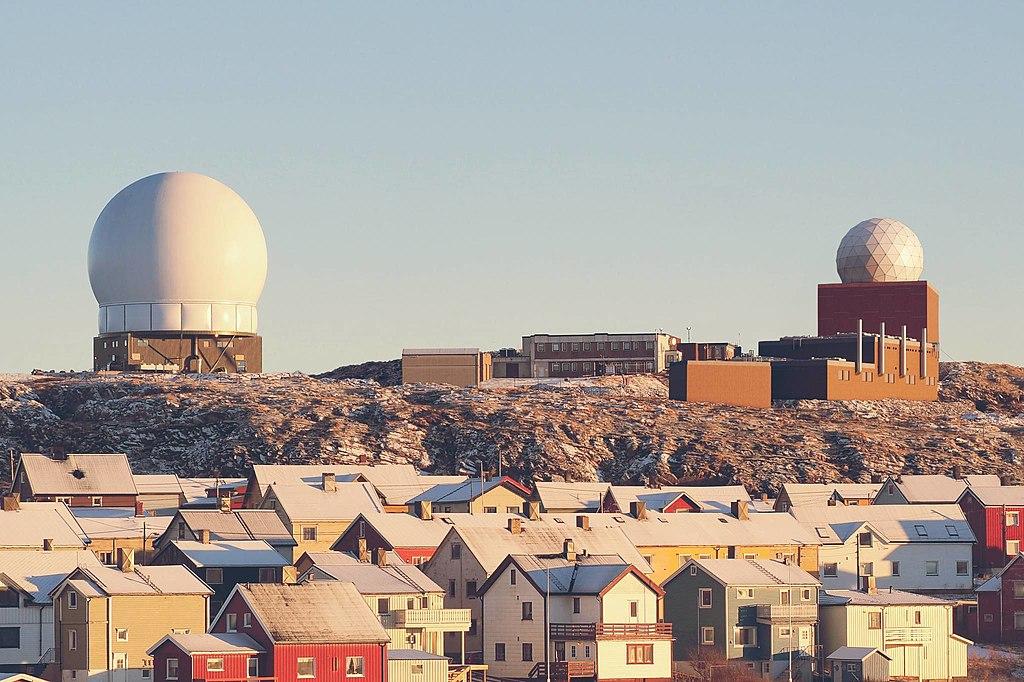 GLOBUS radar station above Vardø, Norway.jpg