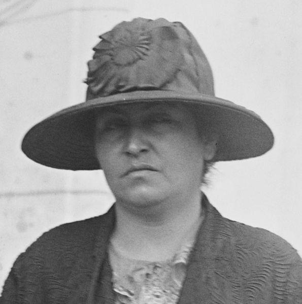 ملف:Gabriela Mistral(1924).jpg