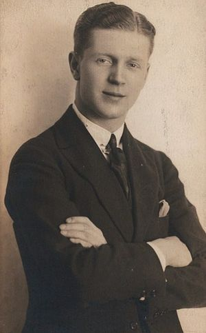 Gavin Muir (American actor) - Gavin Muir ca. 1925 (Billy Rose Theatre Collection)