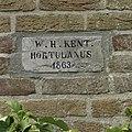"""Gevelsteen met inscriptie """"W.H. Kent Hortulanus 1863"""" - Haren - 20374797 - RCE.jpg"""