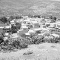 Gezicht op het dorp Peki'in in Opper Galilea met het omliggende heuvellandschap. 255-3751.jpg