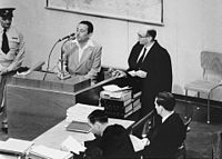 Gideon Hausner questions witness Henryk Ross during Eichmann-Trial USHMM No 65274.jpg