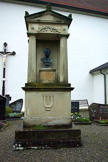 Grabmal von Peter von Lindpaintner (Friedhof bei der Sankt-Georgs-Kirche in Wasserburg am Bodensee) (Quelle: Wikimedia)