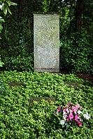 Grave of Max Planck at Stadtfriedhof Göttingen 2017 01.jpg