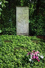 Grave of Max Planck at Stadtfriedhof Göttingen 2017 01.jpg