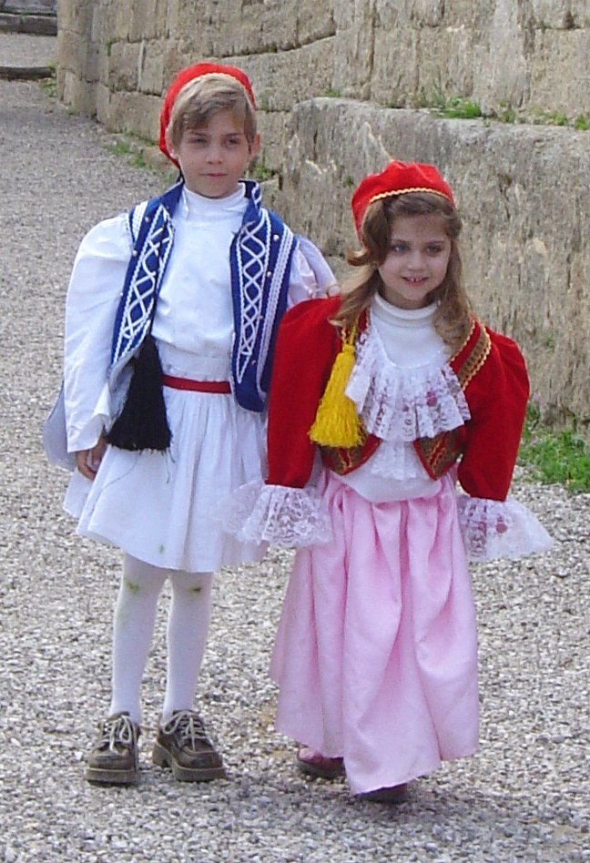 Greek costumes children DSC04313