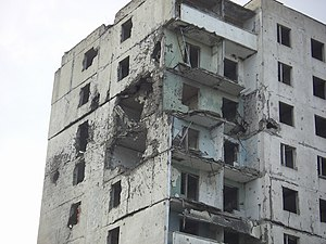 Grozny - damaged flat building (2006).jpg