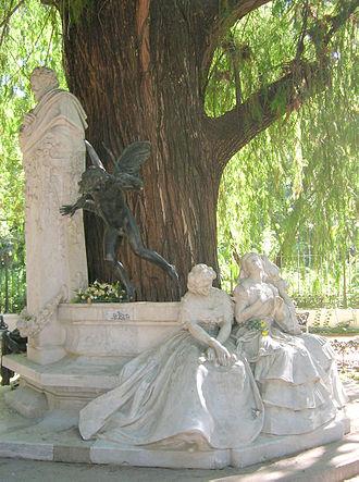 Romanticism in Spanish literature - Sculpture dedicated to Bécquer in Sevilla.