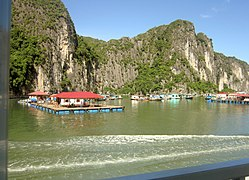 Ha Long Bay, Vietnam - panoramio (5).jpg