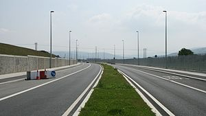 R136 road (Ireland) - Newest section of the R136 Outer Ring Road at Kingswood, note the bus lane.