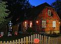 Halloween Haus mit Gräbern Spinnen Kürbis Skelett.jpg