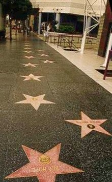 La passeggiata della Hollywood Walk of Fame sull'Hollywood Boulevard