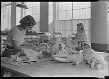 Dressing and packing dolls at Paragon Manufacturing Company in Easthampton,  Massachusetts (1937). The American Doll and Toy ...