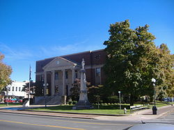 Hopkins County Courthouse and Confederate Monument in Madisonville