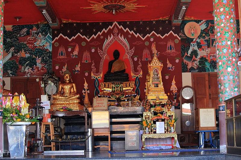 File:Hua Hin Temple inside - panoramio.jpg