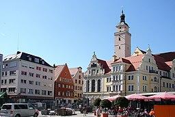 Rathaus mit ehemaligem Pfarrhof St. Moritz, dreigeschossiger Gebäudekomplex mit Ziergiebeln, Erkern und Dekor in Neurenaissance-Formen, Zusammenfassun...