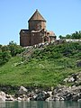 Insel Akdamar Աղթամար, armenische Kirche zum Heiligen Kreuz Սուրբ խաչ (um 920) (38611323740).jpg