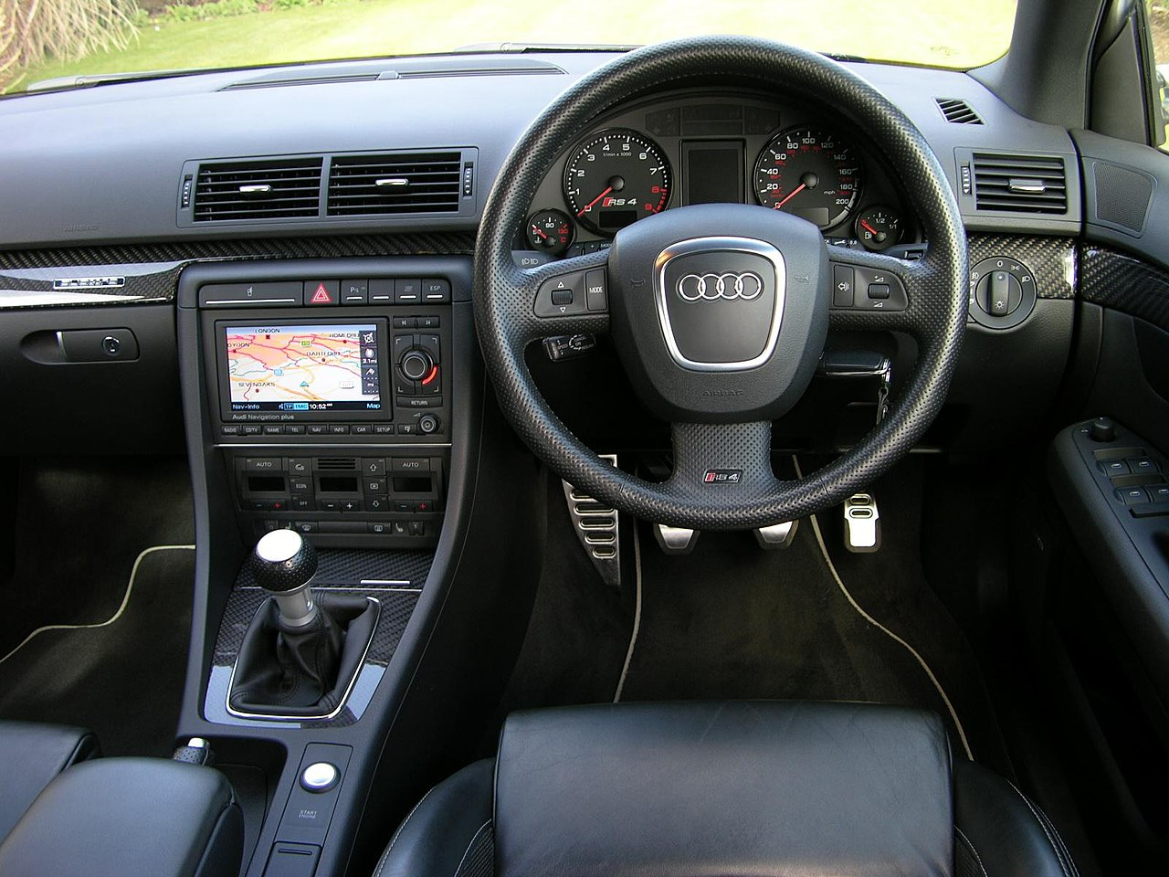File int rieur audi rs4 wikimedia commons for Audi a4 interieur