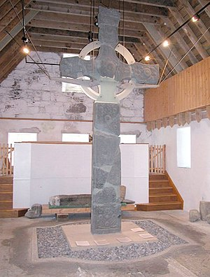 Iona Abbey Celtic Cross.jpg