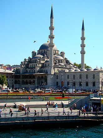 Eminönü - The New Mosque seen from the Galata Bridge