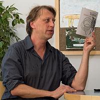 Jáchym Topol s knihou 2010-09-22 b.jpg