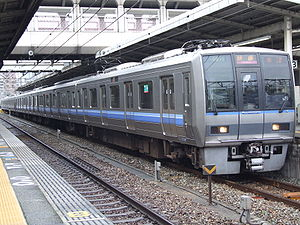 事故車両と同型の車両(207系。同形は事故後、塗装が変更された。) JR神戸線(東海道本線)・福