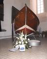 Jakobi Kirche Lübeck - Das Rettungsdboot Nr. 2 der Pamir in der Gedenkstätte der Schifffahrt - 2014.png