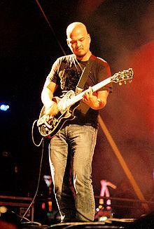 Tocando la guitarra - 2 7