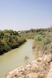 Il fiume Giordano fa da confine con Israele ed è l'unica vera risorsa d'acqua superficiale.
