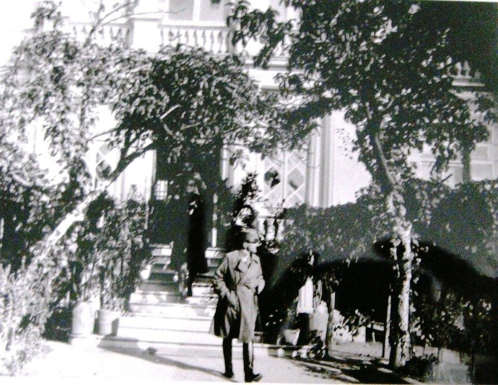 Jugoslovenskiot princ Aleksandar pred Mitropolijata
