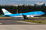 KLM Boeing 747-406M (PH-BFT) touches down at Beijing Capital.jpg