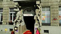 Kamienica pod Gigantami - entrance