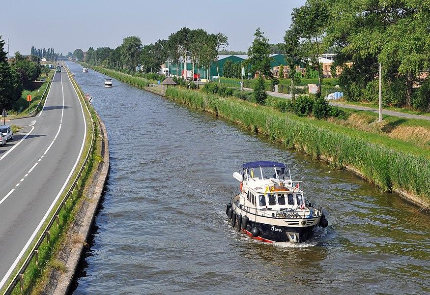 The Plassendale-Nieuwpoort-Dunkirk canal in Snaaskerke (West Flanders, Belgium)